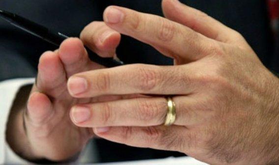 Yüzük Parmağı Uzun Erkekler Daha Şanslı