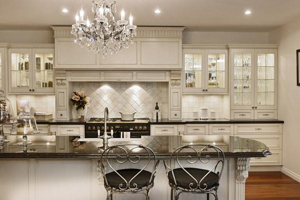 beyaz klasik mutfak